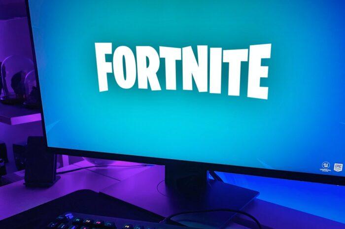 Hra Fortnite spuštěná na velkém monitoru.