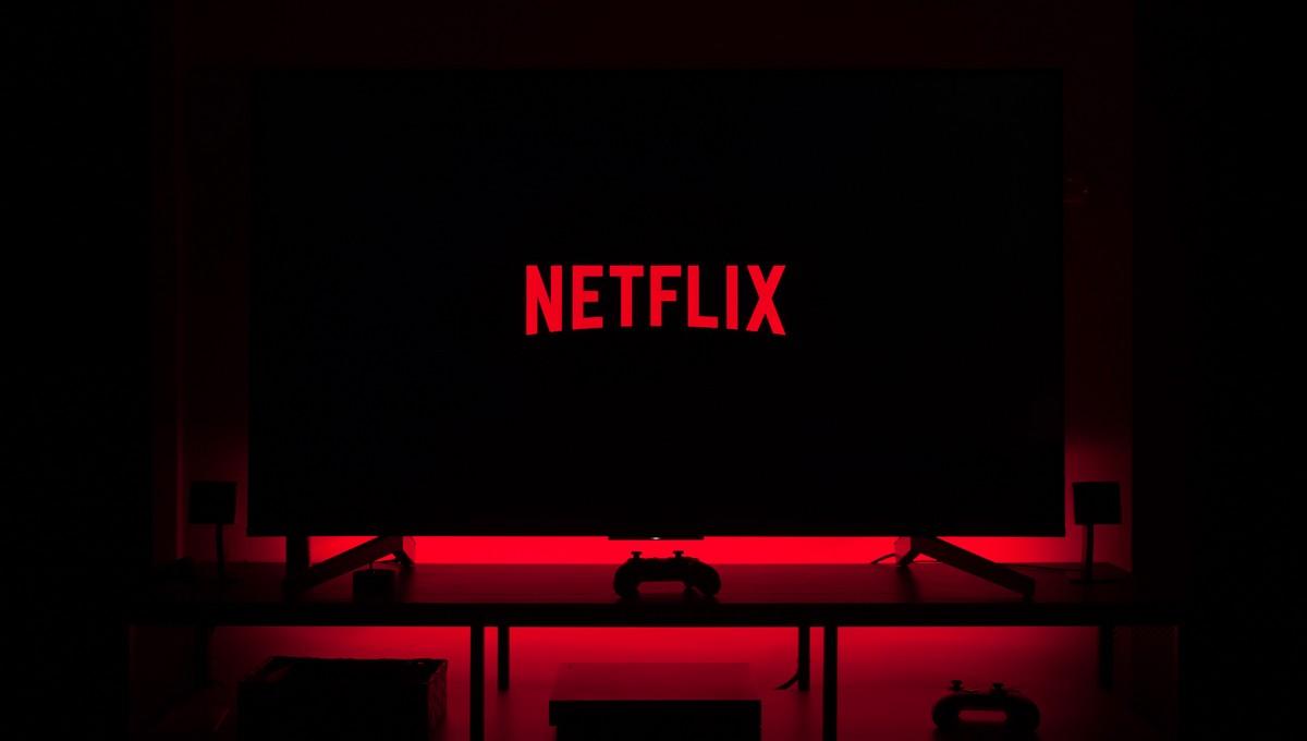 Netflix spuštěný na velké ploché televizi.