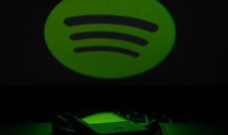 Služba Spotify běžící na hudebním přehrávači.